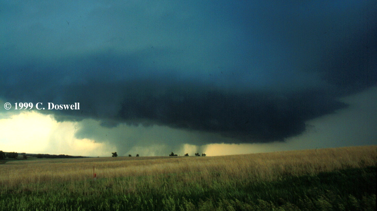 tornado-on-left-near-almena