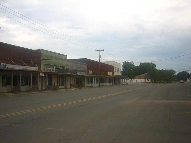 800px-Downtown_Coushatta,_LA,_on_a_Sunday_afternoon_IMG_1661