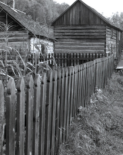 Picket-fence-and-log-building,-Norskedalen,-Coon-Valley,-Wisconsin-1989-0904c