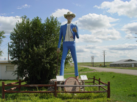 trip-2003-07-21-ND-New-Town-Earl-Bunyan-statue-200