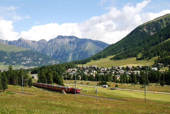 train-in-pontresina-switzerland