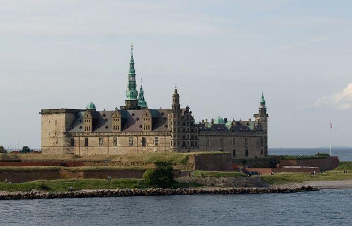 800px-Helsingoer_Kronborg_Castle wiki