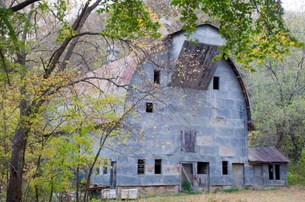 mnragnar old steel sided barn