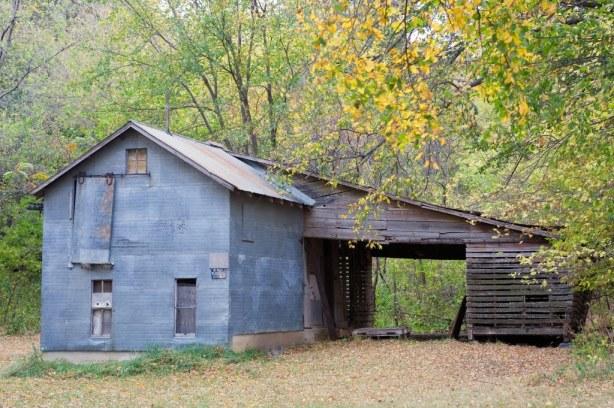 mnragnar old steel sided corn crib