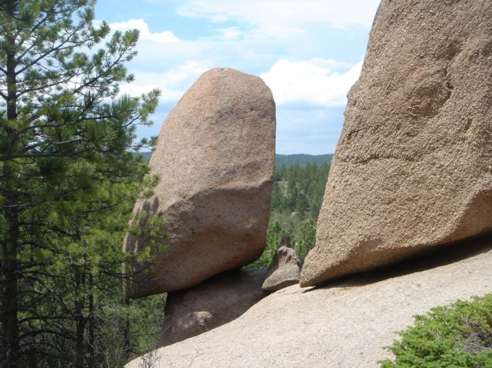 pano jrossvideo 'lonely balanced rock'  10 mi sw