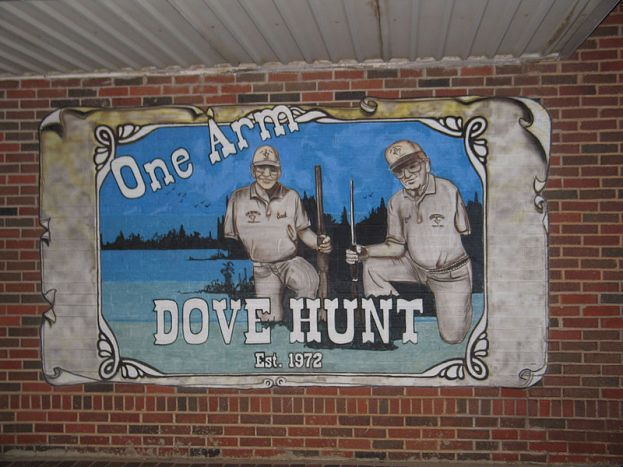 800px-One-Arm_Dove_Hunt_Mural