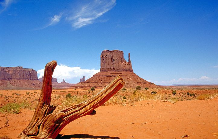 1024px-Monument_Valley_2