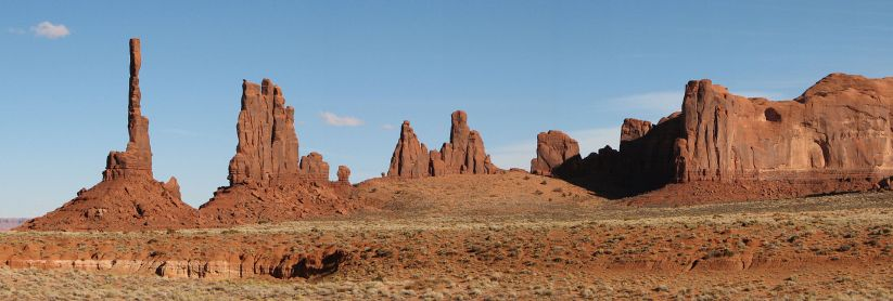 Monument_Valley_10  wiki totem pole (by Bernard Gagnon)