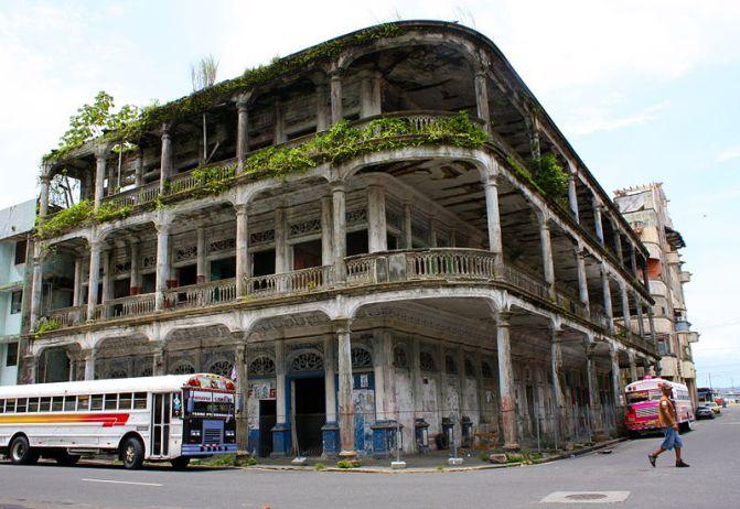 800px-Antiguo_Edificio_de_la_Gobernación_de_Colón_Panama