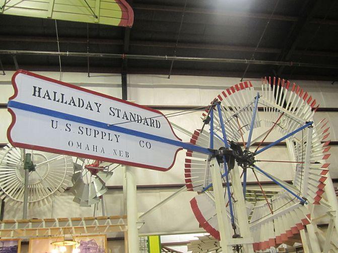 800px-Halladay_windmill,_Lubbock,_TX_IMG_1653