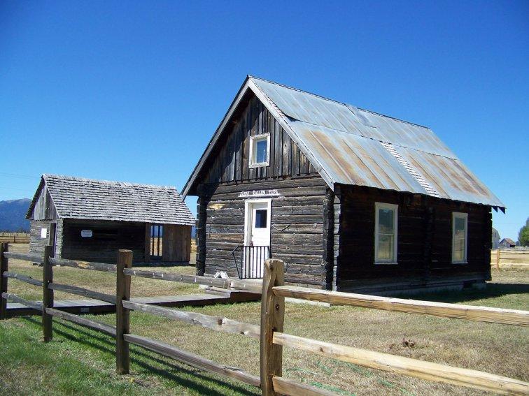 15-finn-cabin