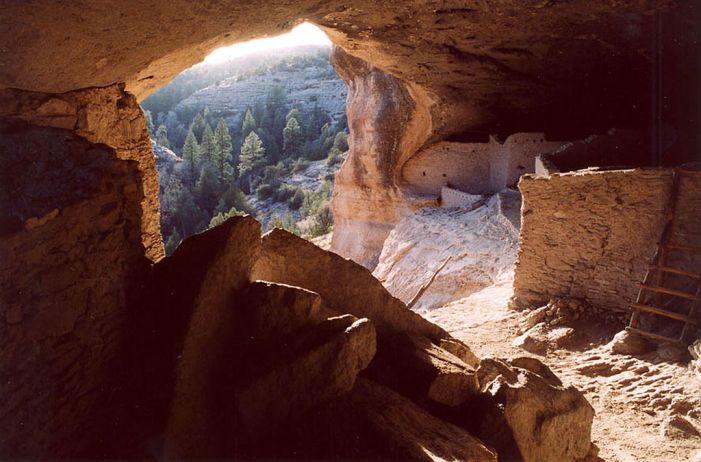 1024px-GilaCliffDwellings_Interior