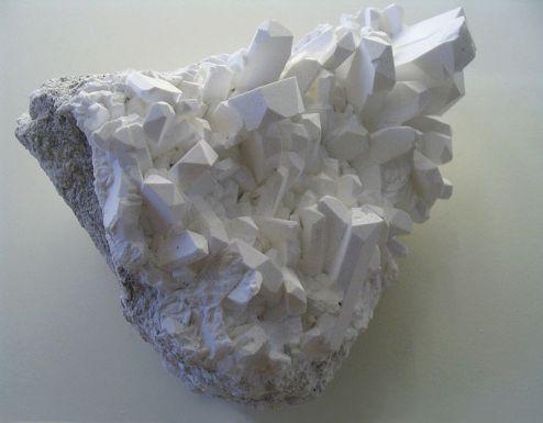 800px-Borax_crystals