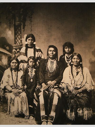 400px-chief_joseph_and_family
